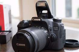 Canon EOS-70D Digital SLR Camera Kit with Canon EF-S 18-200mm Lens