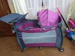 Baby play pen cot with two levels and changing mat