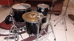 YAMAHA DRUM SET in a very good condition