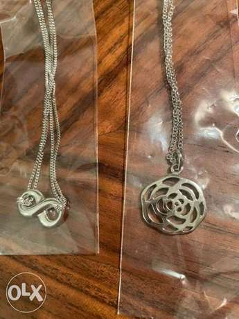 2 Necklaces Infinity & flower