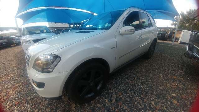 2008 Mercedes Benz ML500 A/T - 4matic Silverton - image 2