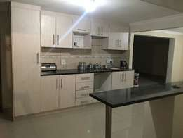 1x single bed to let Midrand near Mall of Africa