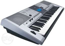 Professional Key board YAMAHA E 403
