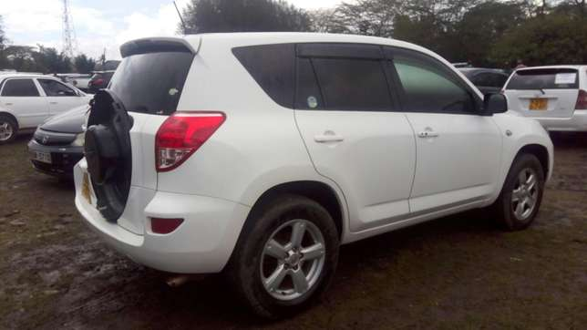 Toy Rav 4 2006 model 2400cc Nairobi CBD - image 6