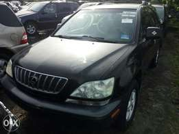 Black color foreign used 2003 Lexus rx300. American specs