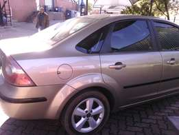 hello am selling ford focus is in good codition is rnuing everyday ...