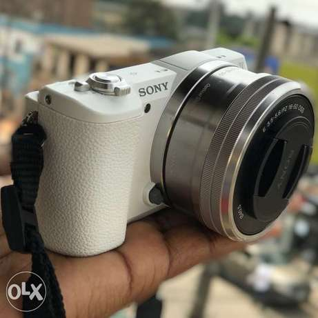 Sony a5100 Mirrorless Camera W/16-50mm Lens For Sale Yaba - image 1