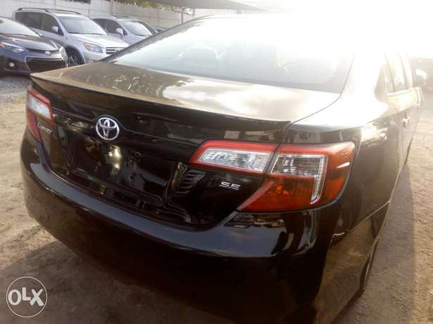 2012 Toyota camry SE black in good condition Lagos Mainland - image 6
