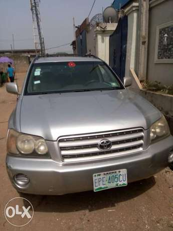 Well maintained Toyota highlander, contact for more details. Adage - image 1