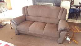 lounge suite x 6 seater for only R 7900