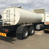 a man with a new water tanker 18 000litre for sale