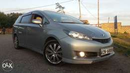 Toyota wish valvematic 2000cc with sunroof