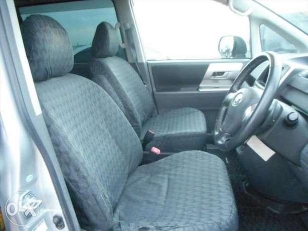 Toyota Noah Si Year 2010 Model Automatic 7 Seater Valvematic Silver Nairobi West - image 2