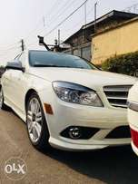 Mercedes Benz C-300 4matic. 2009 model. Neatly used Tokunbo