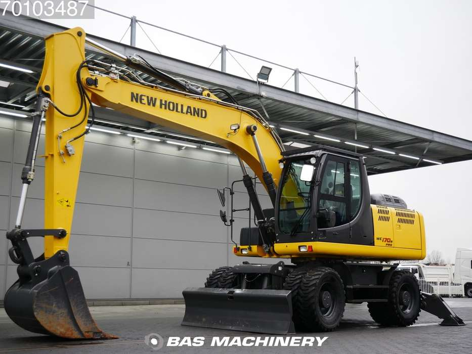 New Holland WE170B PRO Ex demo machine - outriggers and blade - 2015
