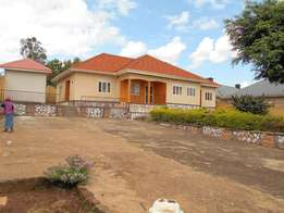 Stainless 4 bedroom house for sale in Kireka-Mbalwa at 450m