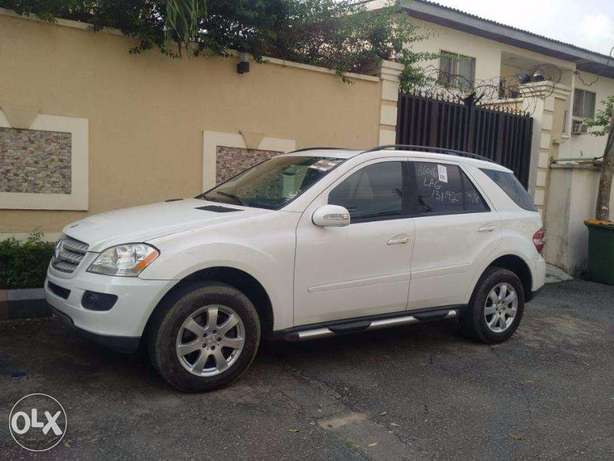 We Have For Sale A Clean Mercedes Benz ML350 Tokunbo 2007. Ikeja - image 2