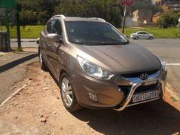 Hyundai ix35 2.0 CRDi 4wd, 2011 model, Automatic, Gold in color
