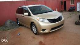 Toyota Sienna 2011 Gold LE