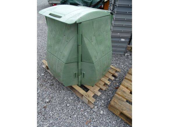 Sale composter with hinged cover waste container for  by auction