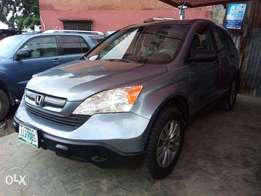 extrememly clean honda crv 2009 model first body