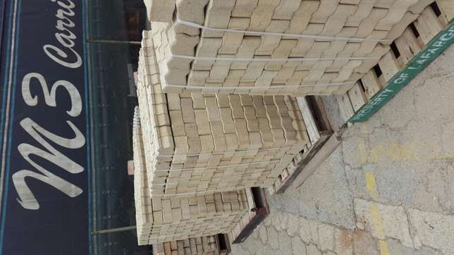 Paving Interlocking bricks Clearance! !! Radiokop - image 2