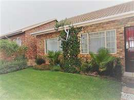modern neat 2 bed 1 bath 1 garage in Amberfield Ridge- 1 July 2017