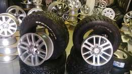 Toyota hilux/fortuna 17'' mags with new tyres cooper discovery s/t or