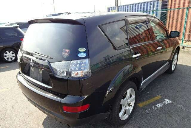 Metallic Black outlander with alloy wheels fully loaded Mombasa Island - image 4