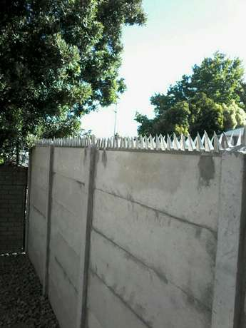 Wall Spikes, Razor wire. Home Renovations Arts Oakdale Est - image 1