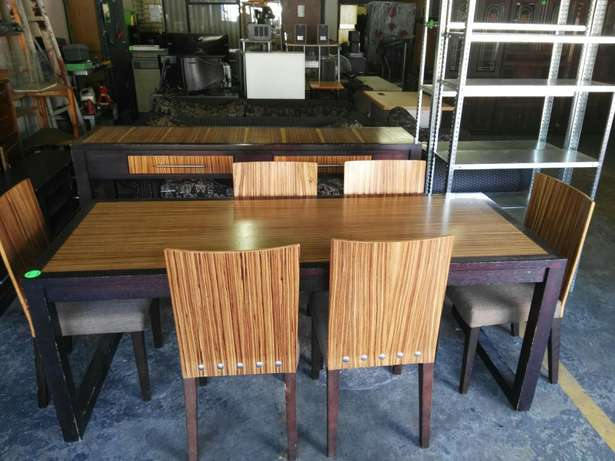 Dinningroomtable with 6 chairs Rustenburg - image 3