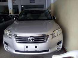 Toyota vanguard 2010 model,7 seater brand new on sale