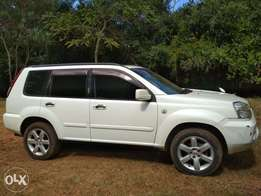 Clean Nissan x-trail with sunroof, reverse camera,original paint.