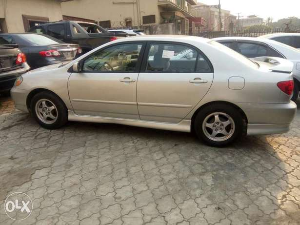 Foreign used Toyota corolla sport edition 2004 Ikeja - image 4