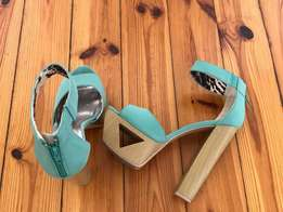 Qupid, platform sandals with cut out. Size 5