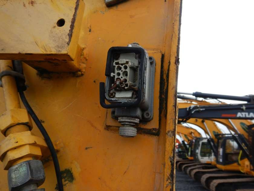 New Holland E135BSR-2 - 2009 - image 34