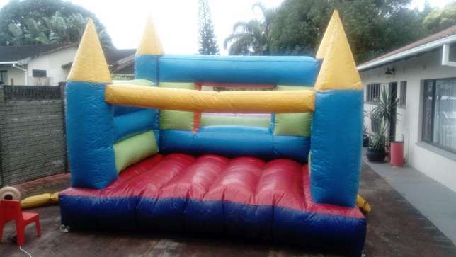 FOR SALE jumping castle with slide, including blower. Margate - image 2