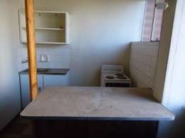 Turfontein small open plan bachelor flat to let for R1600 on Bertha St