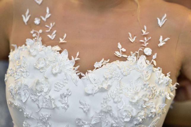 Archiwalne Suknia ślubna Patrycja Kujawa Tren Welon Kwiaty Motyle