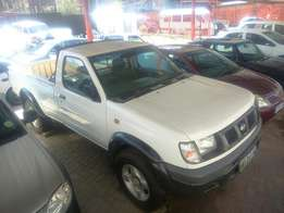 Nissan Np300 2.4 petrol 4x4 manual R79 500
