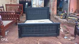 Queen's size (5by6 ) bed