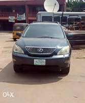 Powerfully Clean, First Body, DVD & Reverse Camera Display Lexus RX330