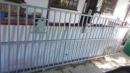 Driveway gate & Ford Batam roof rack for sale