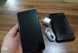 Apple iPhone 7 Plus 128GB (Charger and FREE Case)