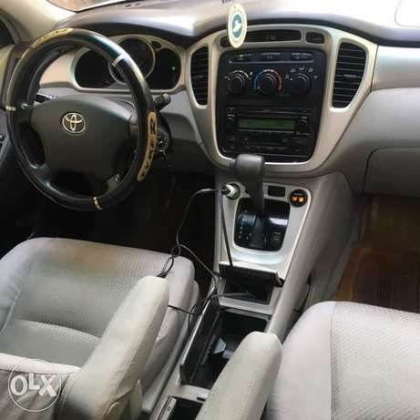Few months used Toyota Highlander 3seater for grabs Amuwo Odofin - image 4
