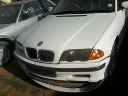 318i,2001modelcomplete car no engineR18000nag