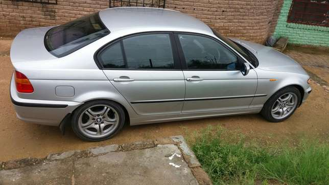 Im selling my bmw e46 evrything still working good or we can swop Mbombela - image 6
