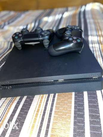 ps4 slim with 2 controllers 1tb