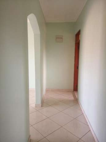 Beautiful 2 bedroom to rent Bukasa. 1.1m ugx Kampala - image 4