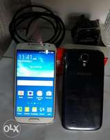 16GB Samsung Galaxy S4 with Charger